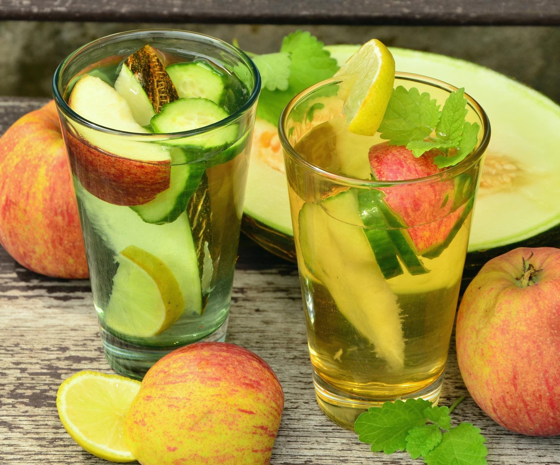 Suco detox abacaxi gengibre e limão