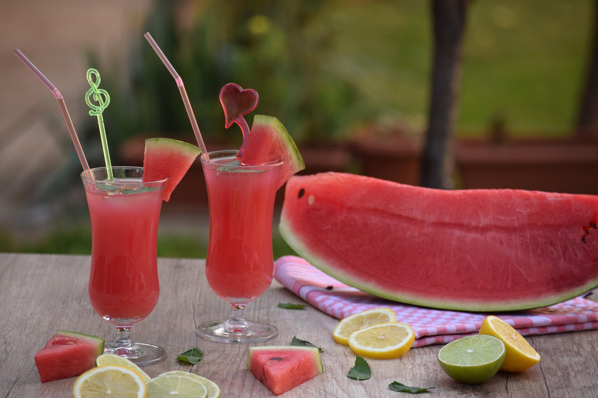 Como fazer um suco detox de melancia