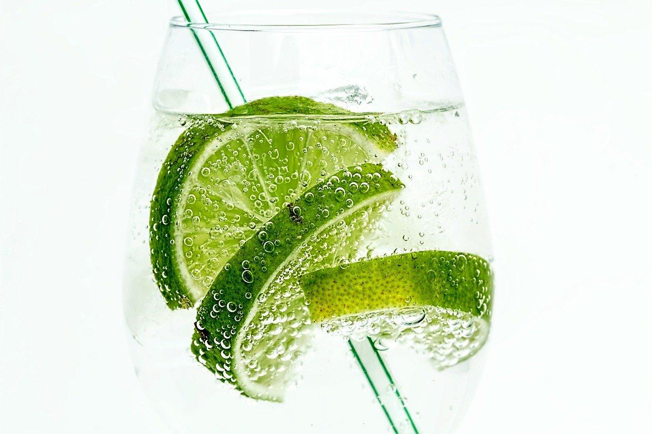 limão e água em jejum